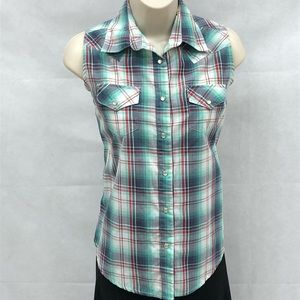 Wrangler plaid snap front sleeveless top